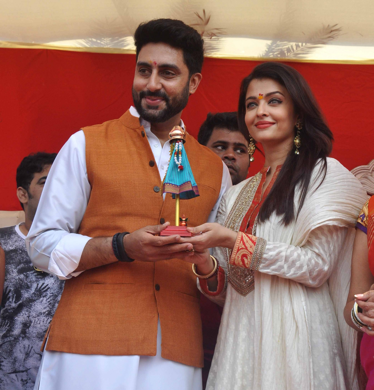 Aishwarya and Abhishek in karva chauth
