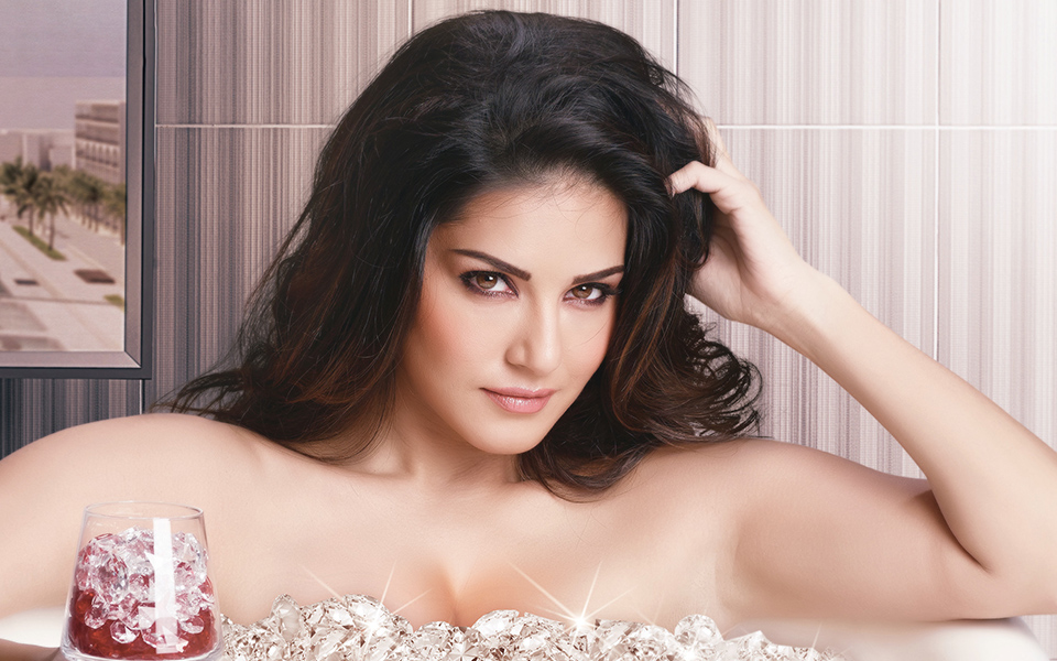 Sunny Leone Poses for the camera in her bathtub