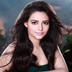 Aanchal Munjal – Biography, Career, Awards, and Net Worth